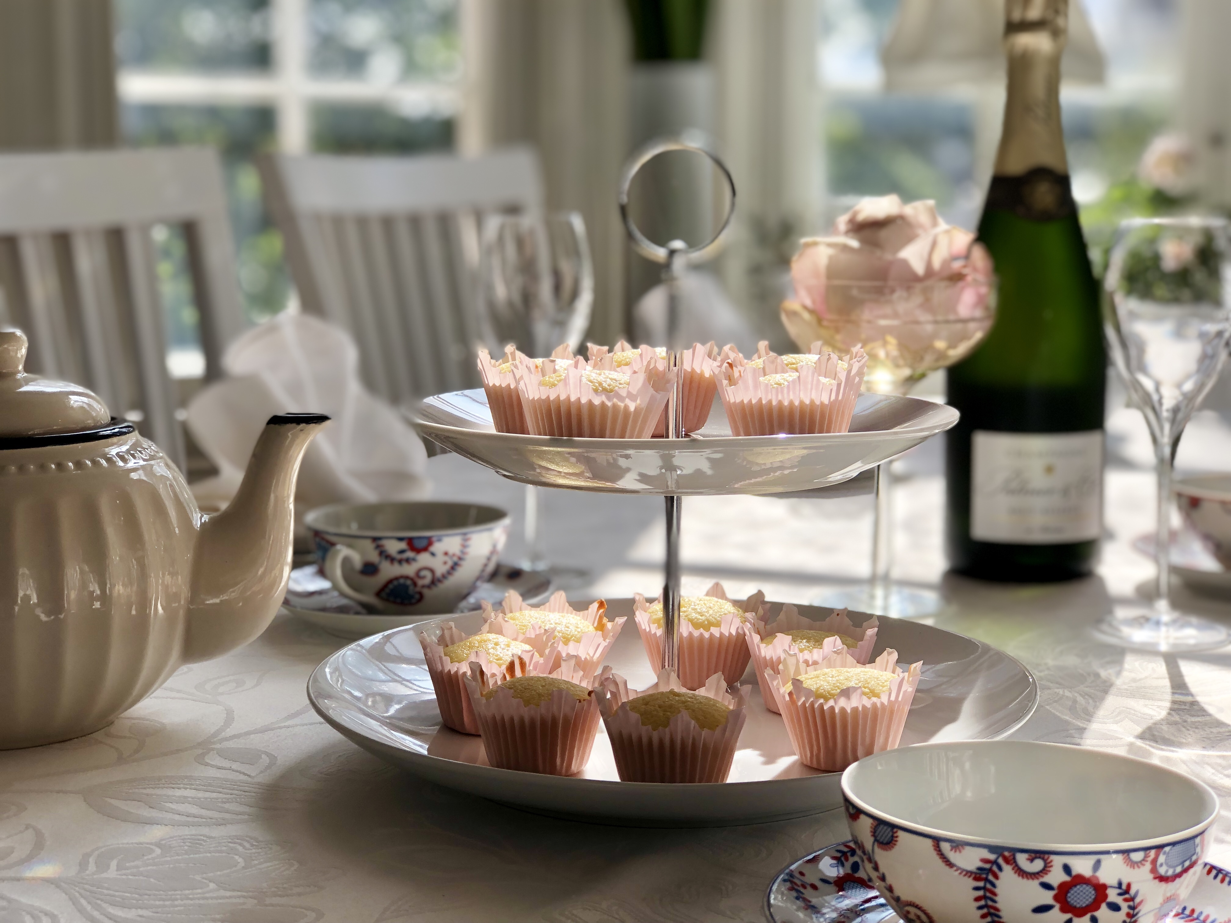 Afternoon Tea snittar muffins scones champagne