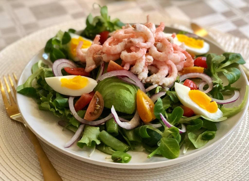 Recept räksallad med ägg och avokado