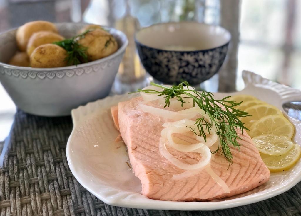 Inkokt lax örtagårdssås recept